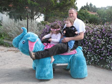חיות ממונעות הורה וילד. צילום: עפרה כנפי