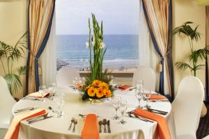ארוחה במלון השרון צילום הרבט ביסקו