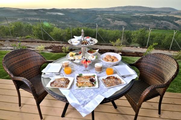 """ארוחת בוקר באחוזה. צילום: יח""""צ"""